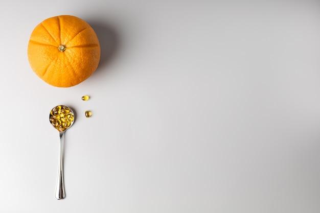 オレンジとスプーン、ビタミンc
