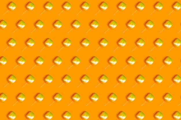 正方形のオレンジ色の風船から形成されたオレンジ色の背景