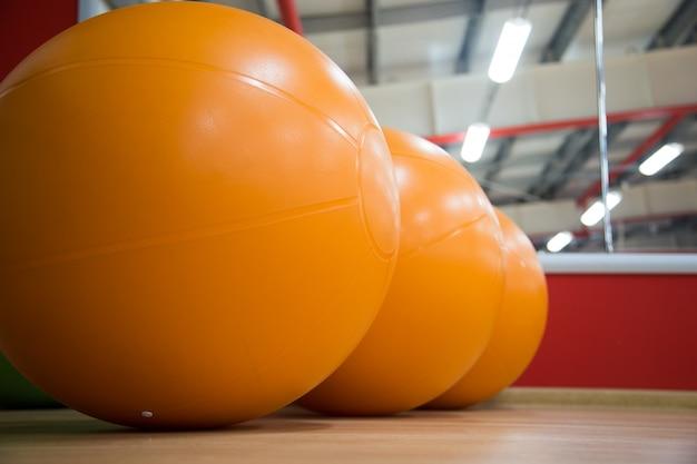 オレンジボールの空気で膨らまします