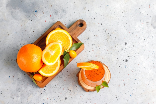 Оранжевый напиток из семян базилика.