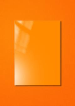 다채로운에 고립 된 오렌지 책자 표지