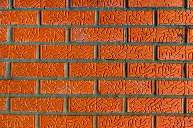 Оранжевая кирпичная кладка крупным планом нового здания