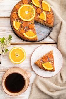 オレンジのケーキと一杯のコーヒー