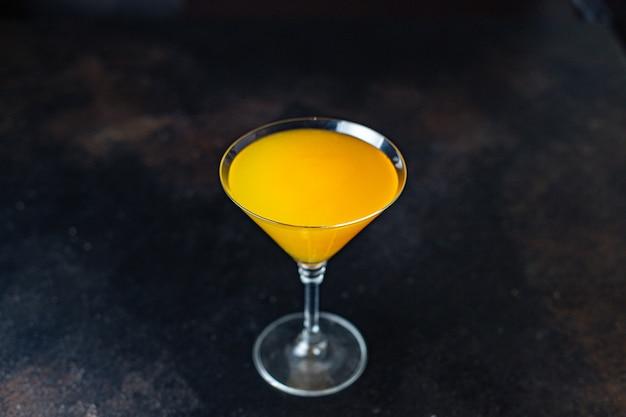 Апельсиновый коктейль, сок, алкоголь или безалкогольный напиток