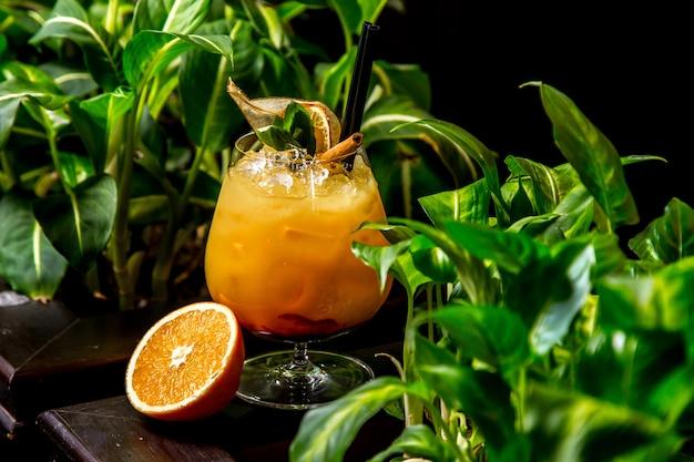 Апельсиновый коктейль с мятой