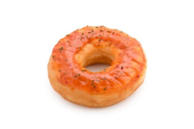 Оранжевый пончик на белом изолированные