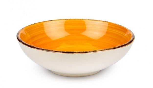 オレンジ色の空のボウルは、白い背景で隔離。セラミック食器。