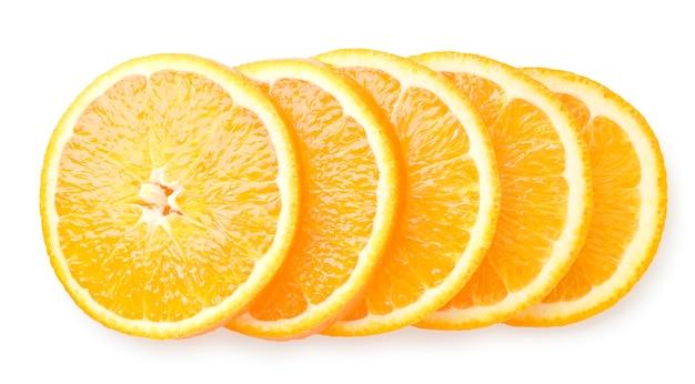 オレンジ色の果物は、白い背景の上の円にカット。トップの眺め。