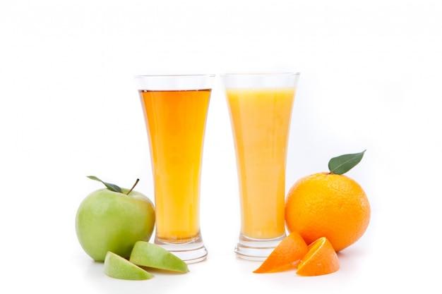 오렌지 주스와 사과 주스 프리미엄 사진
