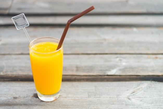 Vetro di succo d'arancia