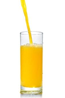흰색 절연 유리에 오렌지 주스 포 링