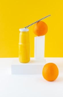 オレンジジュース。製品デザイン。ミニマリズム。