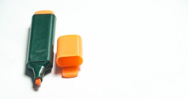 白い背景のオレンジ色のマーカー画像