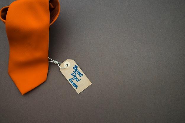 Cravatta arancione per il giorno del padre