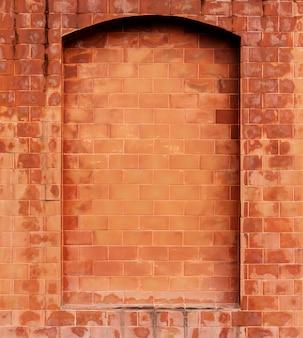 광고 이미지를 위한 빈 블록 벽이 있는 주황색 오래된 벽돌 벽 배경.