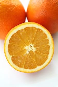 プレート上のオレンジ