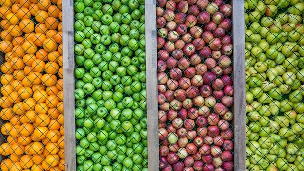 オレンジ、洋ナシ、緑と赤のリンゴの背景、装飾、インストール。