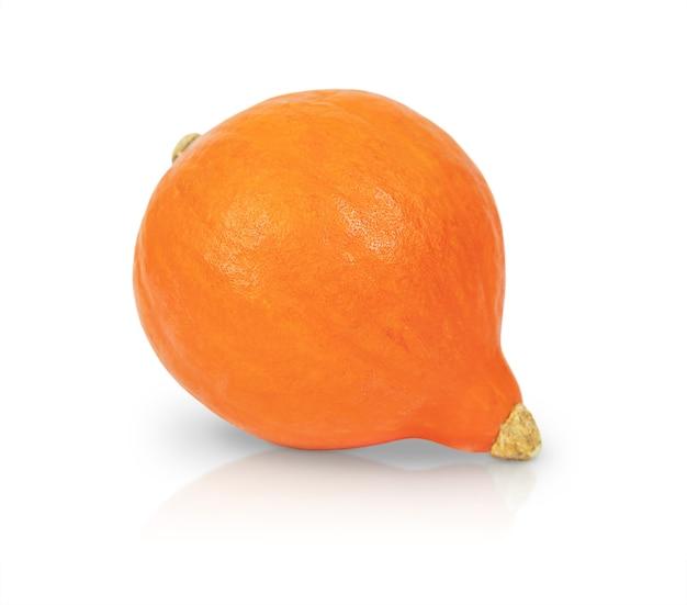 白い背景で隔離のオレンジ色のカボチャ