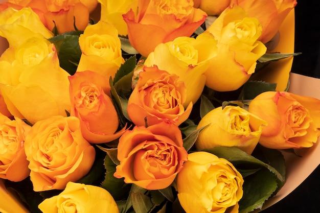 오렌지 장미 클로즈업입니다. 꽃 배경입니다. 꽃다발. 고품질 사진