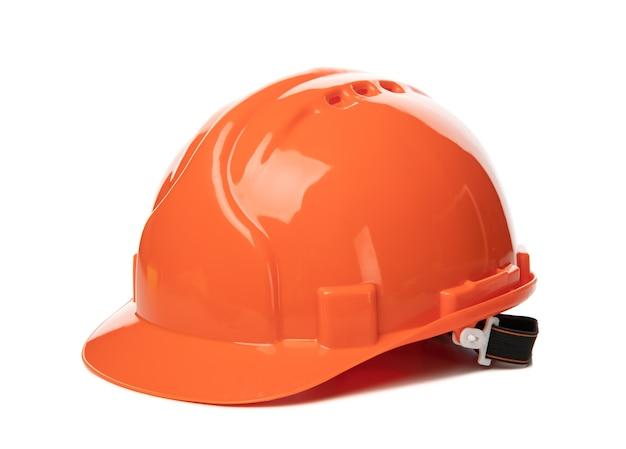 白で隔離されるオレンジの安全ヘルメット