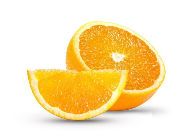 白い壁にオレンジのスライス