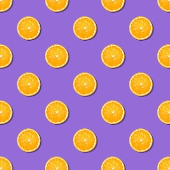 Дольки апельсина бесшовные модели на фиолетовом фоне. минимальная плоская планировка текстуры еды. бесшовный фон из свежих дольок апельсина