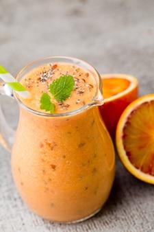 Апельсиновый смузи декор листиками мяты.