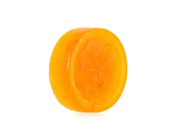 오렌지 비누 흰색 배경에 고립입니다.