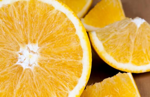 テーブルの上のオレンジみかん