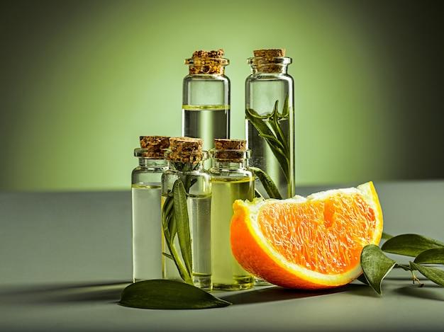 Апельсиновое масло и апельсин Premium Фотографии