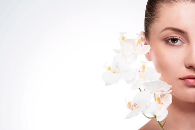 蘭は女性の美しさを反映しています