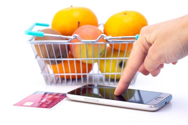 コロナウイルスからの分離に関連して家庭で食べ物を注文する