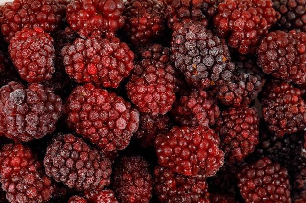 Органические и спелые плоды шелковицы. крупный план.