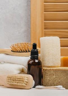 Olio corpo biologico e spazzole in legno