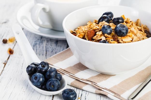 ナッツミルクとベリーのオーガニック朝食用シリアル