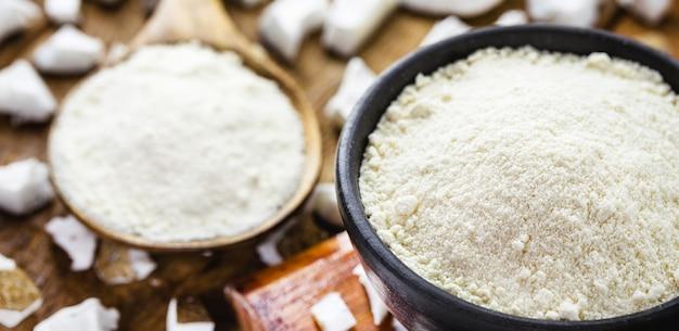 Органическая кокосовая мука, изготовленная из кокоса, кулинарный ингредиент мармелада.