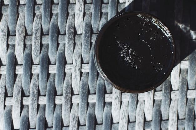 健康な肌とボディケアのための瓶のナチュラルグリーンラインスキンケアの有機化粧品ブラックフェイスマスク