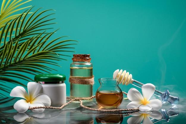 Органическая косметика: натуральная косметика, мед и масло. крупный план. копировать пространство