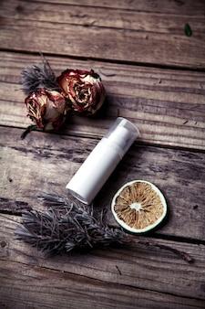 オーガニッククリーム、顔と体のローション。美容健康と若々しい肌のためのナチュラルケア。