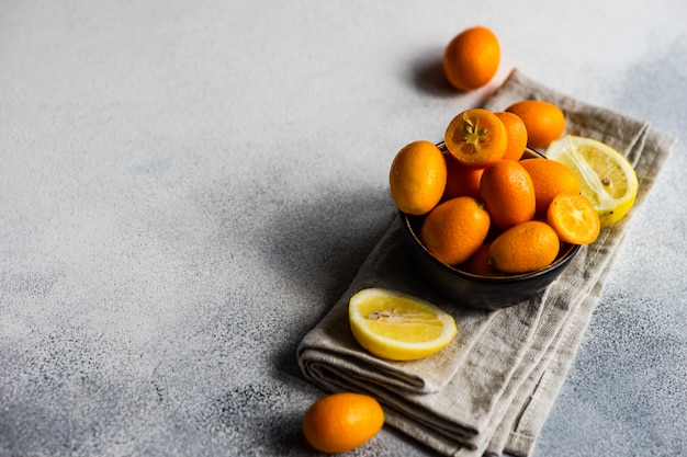 Концепция натуральных продуктов с фруктами кумкват