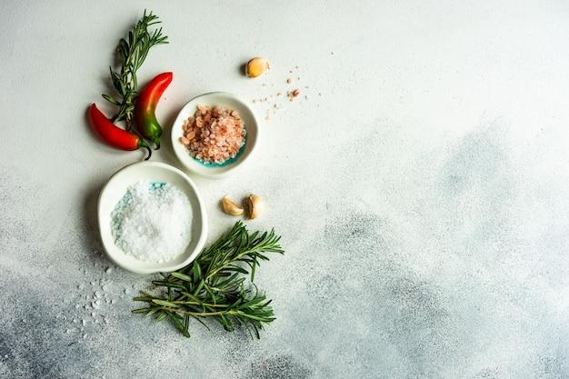 야채와 향신료와 유기농 식품 개념
