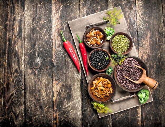 自然食品。マメ科植物と野菜。