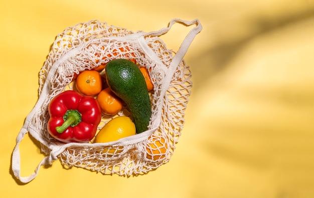 Органические фрукты и овощи в многоразовой хлопковой сумке с безотходной сеткой эко-сумка