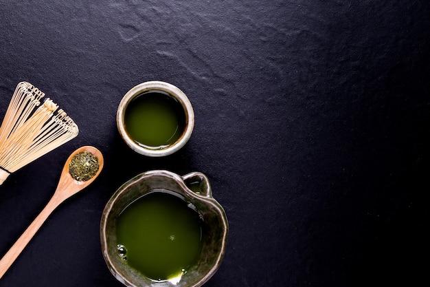 ボウルに入ったオーガニックグリーン抹茶