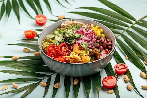 Органическая гавайская курица с рисом и овощами