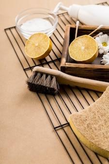 Органические чистящие средства с лимоном