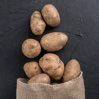 Органический картофель в мешке