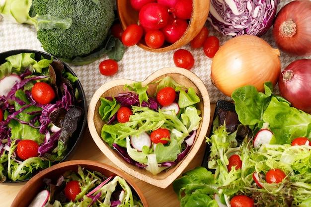 健康的な食事のためのオーガニックサラダ