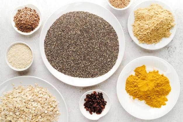 Semi biologici in diversi piatti