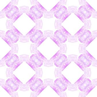 有機タイル。紫の素敵な自由奔放に生きるシックな夏のデザイン。テキスタイル対応の磁気プリント、水着生地、壁紙、ラッピング。トレンディなオーガニックグリーンボーダー。